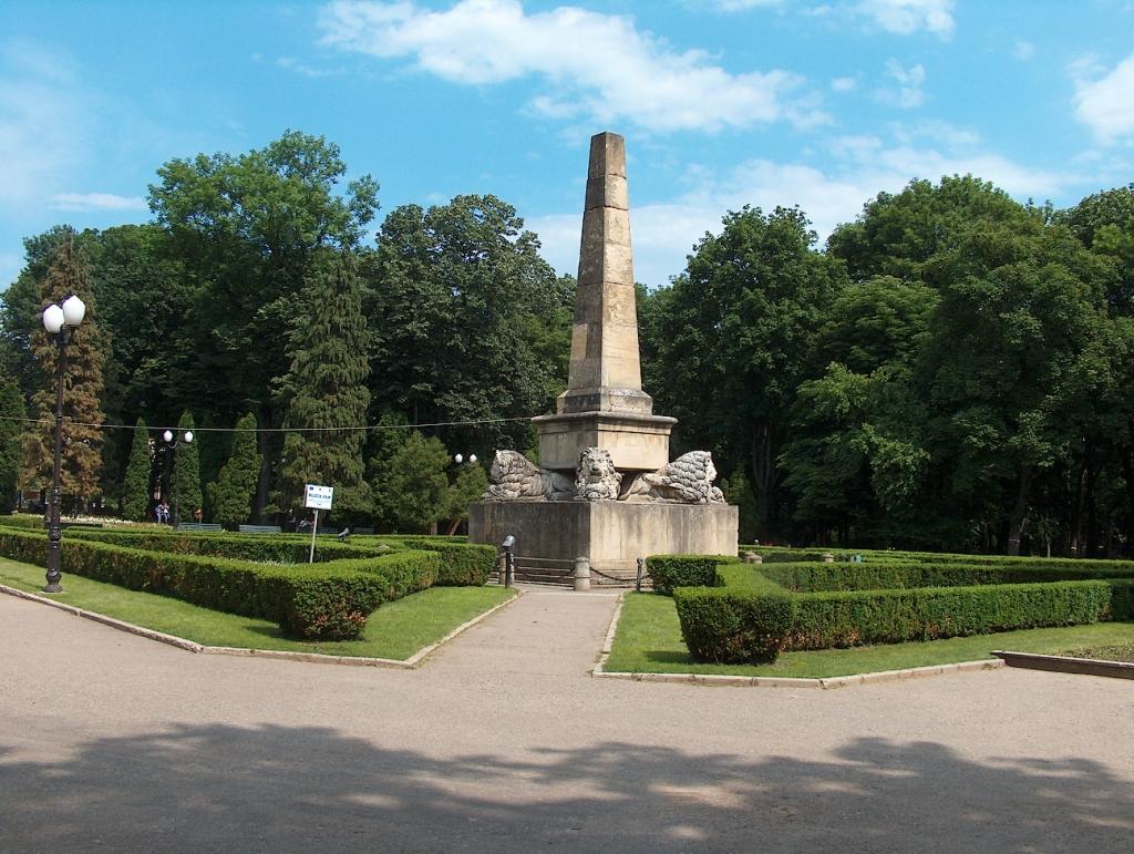 obeliscul-cu-lei-iasi