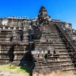 Angkor Wat, una dintre cele mai mari clădiri de cult din lume.