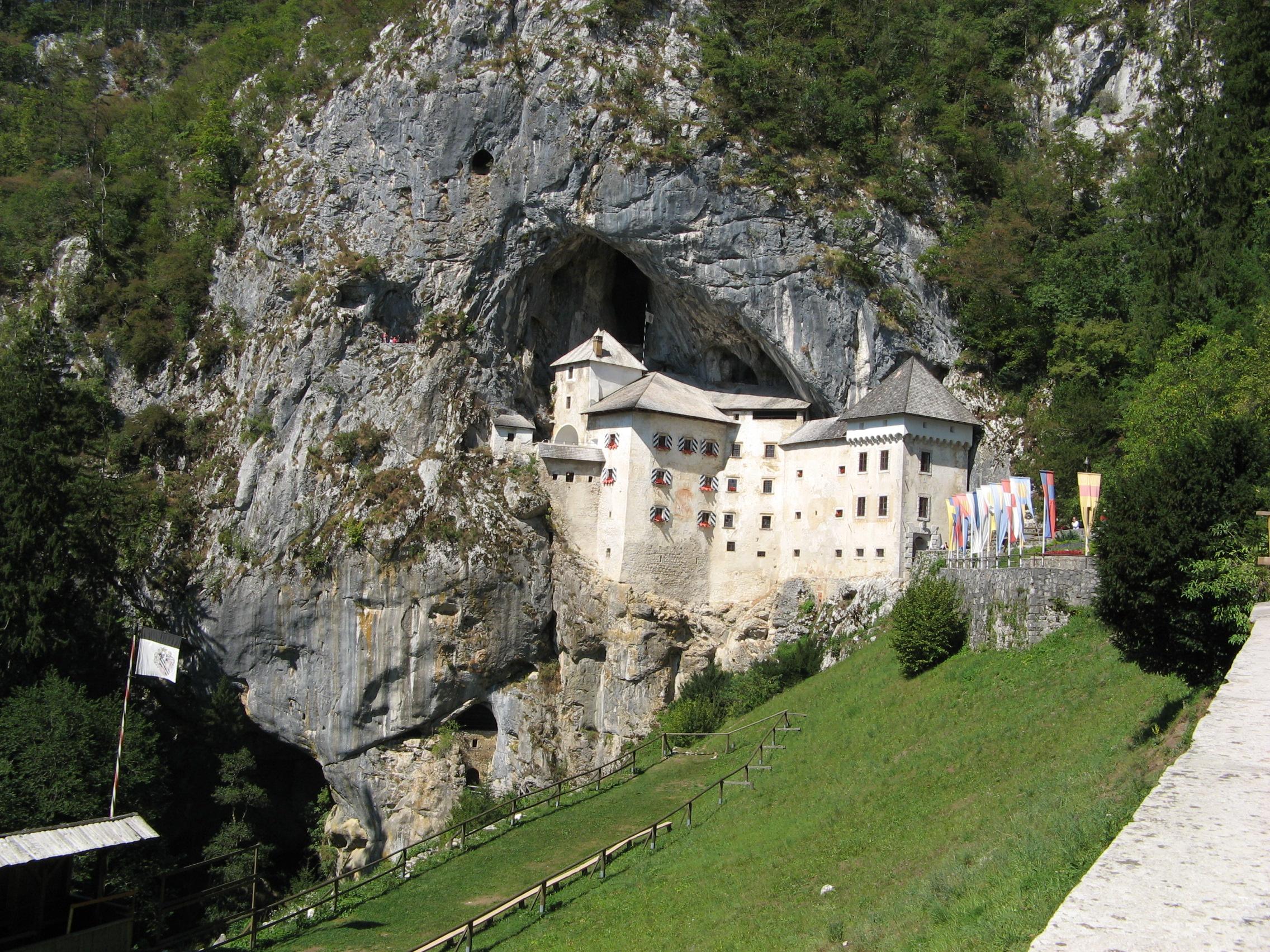 Castelul Predjamski – Slovenia