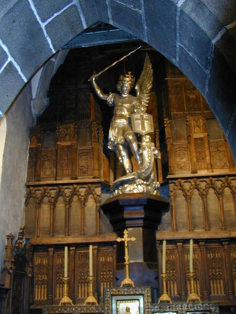 Muntele Saint Michel statuia Arhanghelului Mihail