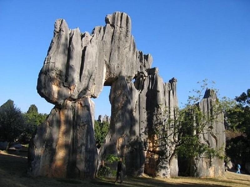 Pădurea de Piatră, China, poartă naturală uriaşă
