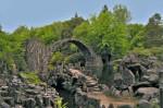 Podul Kromlau, formațiuni stâncoase artificiale