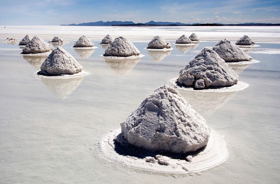 Uyuni, Bolivia, o parte din suprafaţa acoperită de sare