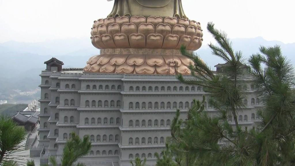 Templul Izvorului Buddha baza statuii