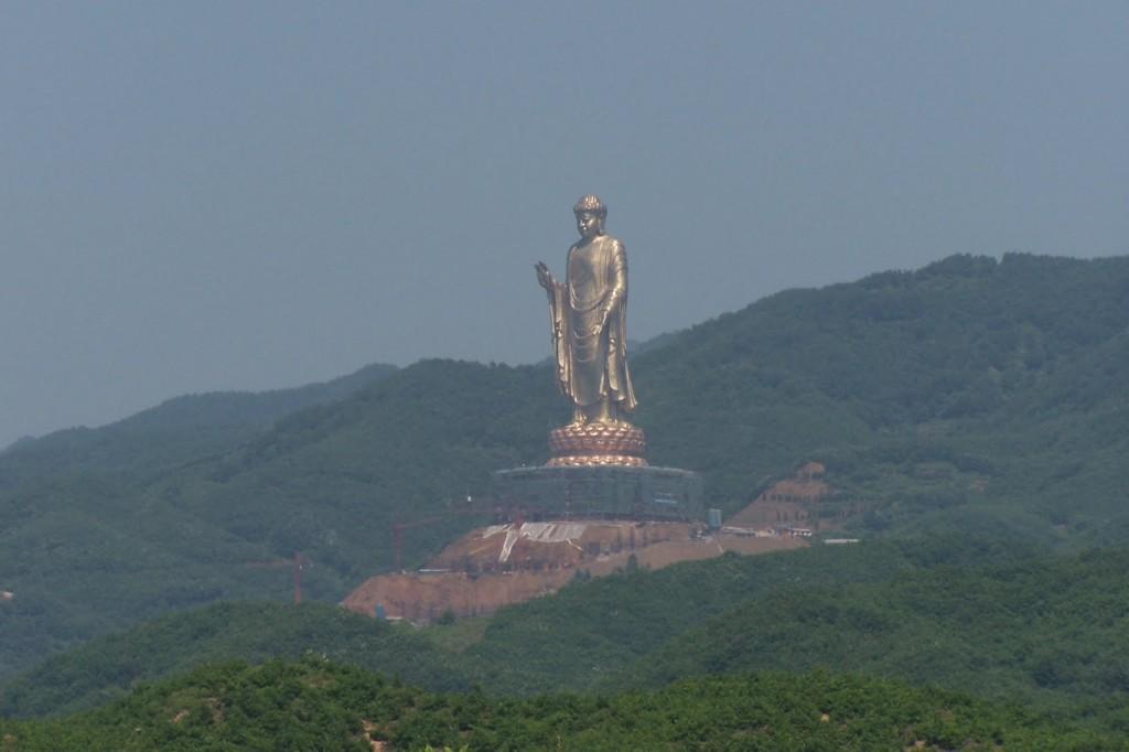 Templul Izvorului Buddha privire de ansamblu din laterală