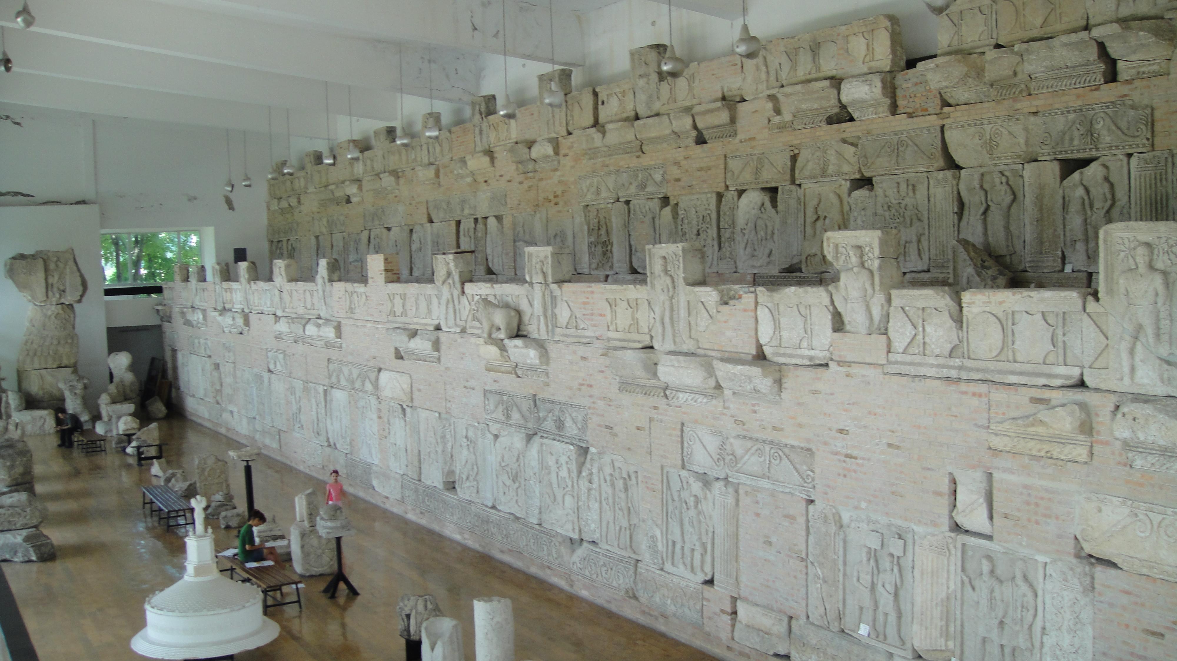 Tropaeum Traiani poza de epoca