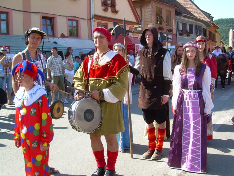 Personaje medievale, în timpul Festivalului de la Sighişoara