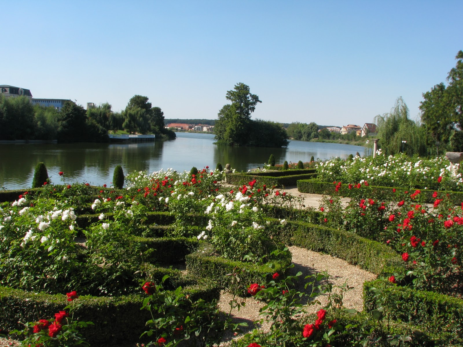 Grădinile şi Lacul Mogoşoaia