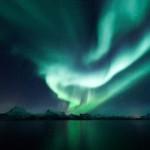 Auroră polară surprinsă într-o noapte polară în Harads, Suedia