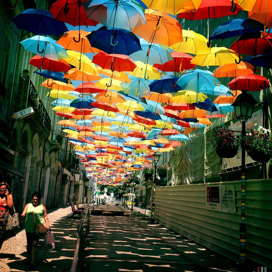 Agueda si acoperisul din umbrele