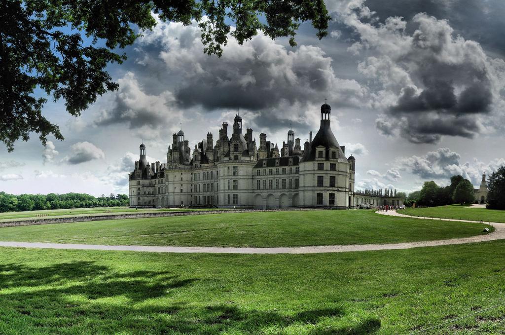 Aleile care duc spre Castelul Chambord sunt spaţii ideale pentru promenade îndelungate