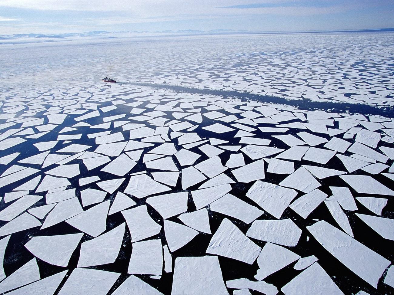 Antarctica, transportul maritim printre gheţari