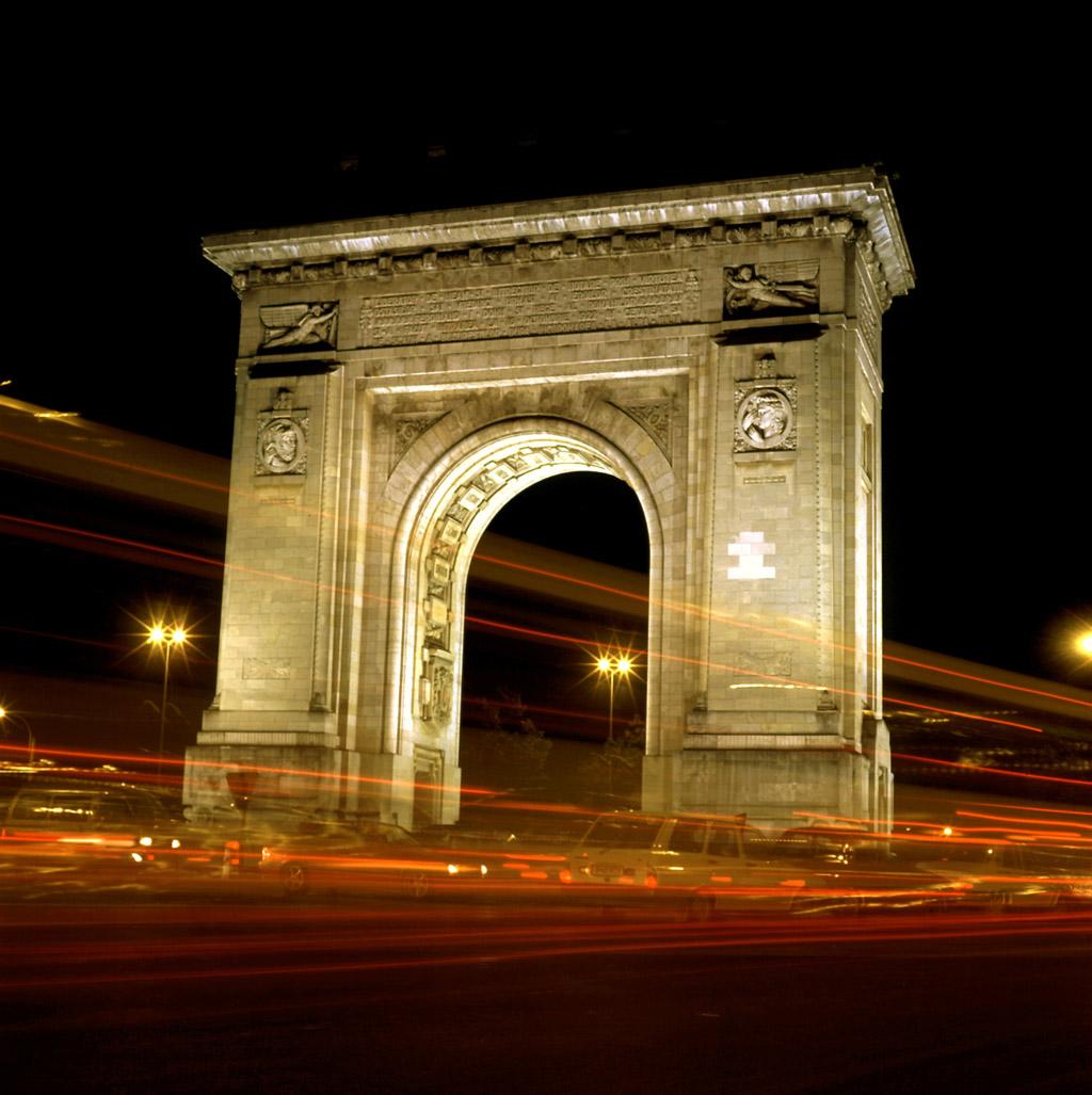 Arcul de Triumf, neschimbat de trecerea timpului
