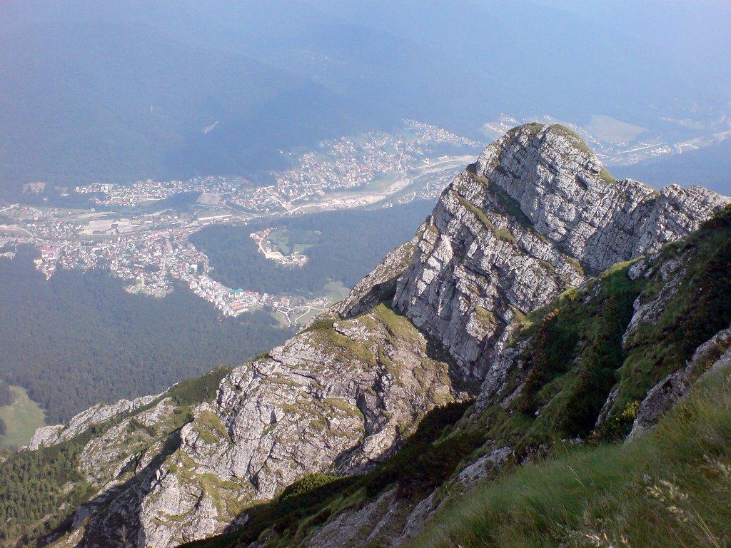 Bușteni văzut de pe munte