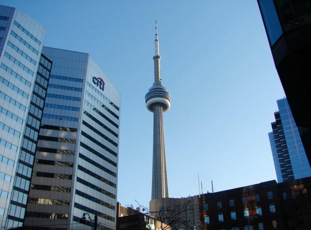 CN Tower este vizibil de aproape oriunde din Toronto