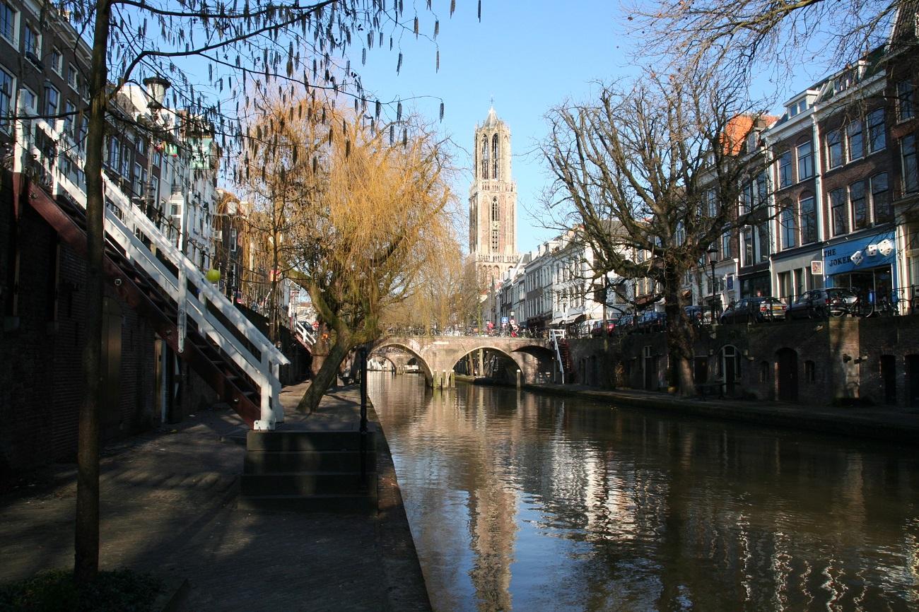 Canalul Oudergracht înfrumuseţează oraşul şi crează mai multe facilităţi