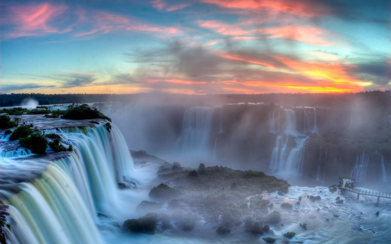 Cascada Iguacu în timpul apusului de soare