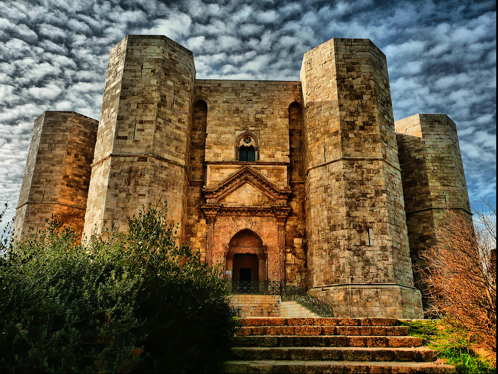 Castel del Monte, intrarea principală