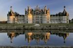 Castelul Chambord se oglindeşte în apele Loirei