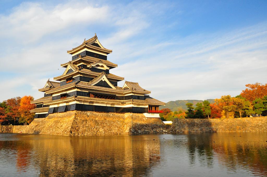 Castelul Matsumoto într-o toamnă însorită