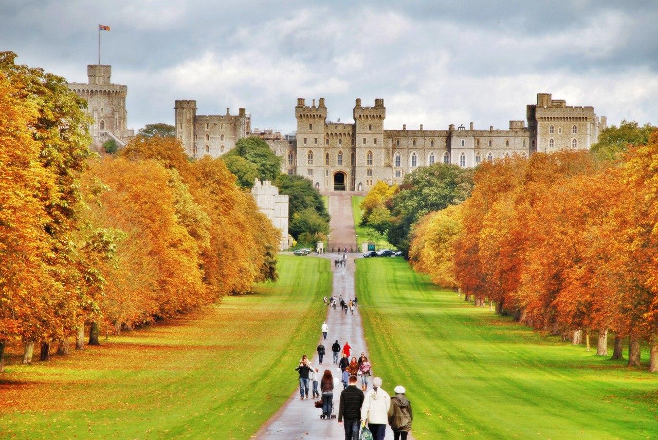 Castelul Windsor, alea care duce spre intarea principală