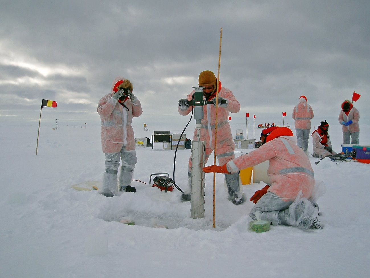 Cercetători în Antarctica