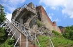 Cetatea Poenari asa cum se vede ea de pe treptele de beton