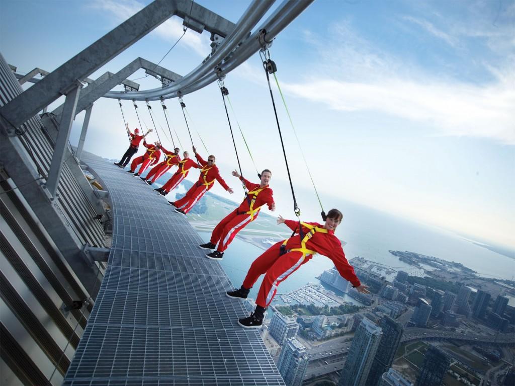 Cine cauta adrenalina gaseste la CN Tower