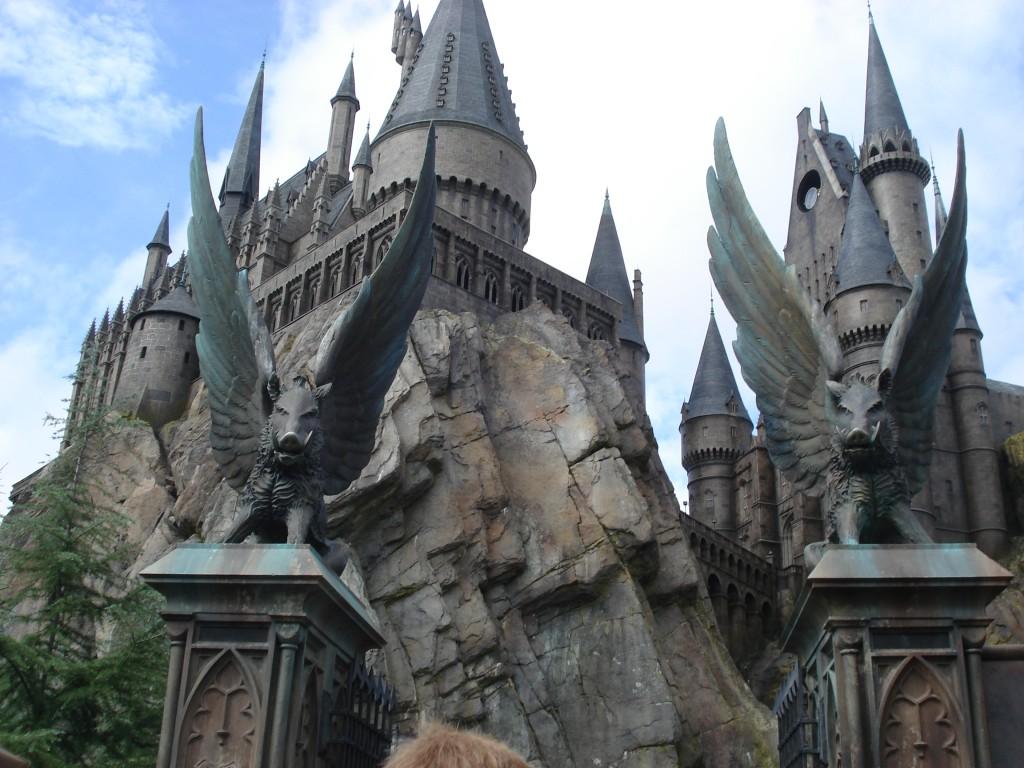 De straja in fata castelului Hogwarts