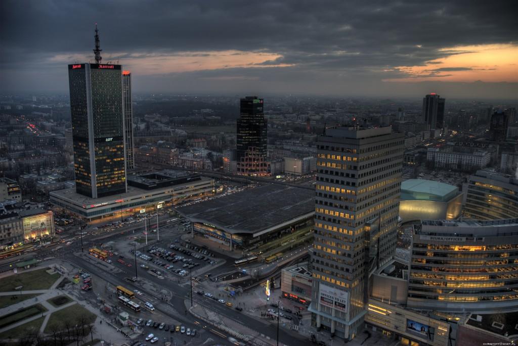 Gara Centrală din Varșovia, noaptea