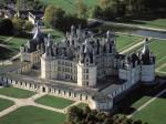 Imaginea de ansamblu a Castelului Chambord dezvăluie dimensiunile sale impresionante