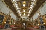 Interioarele Castelului Windsor sunt înfrumuseţate cu mobilier vechi şi tablouri deosebite.
