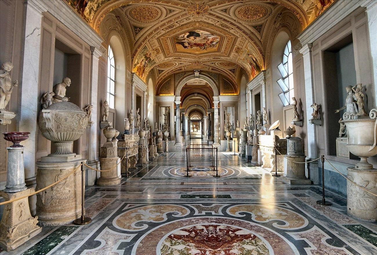 Interioarele muzeelor din Vatican sunt adevărate capodopere artistice