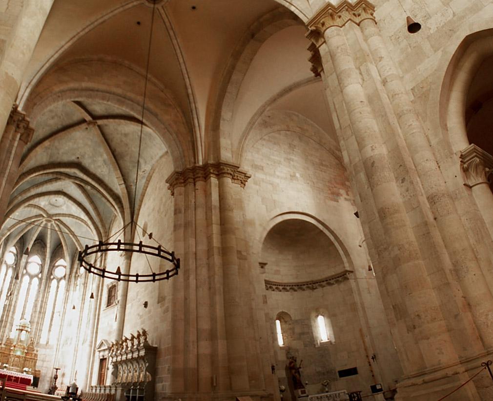 Interiorul catedralei catolice