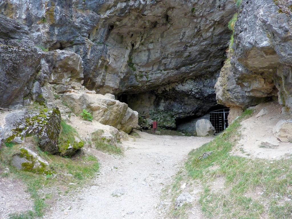 Intrarea în Peștera Muierii