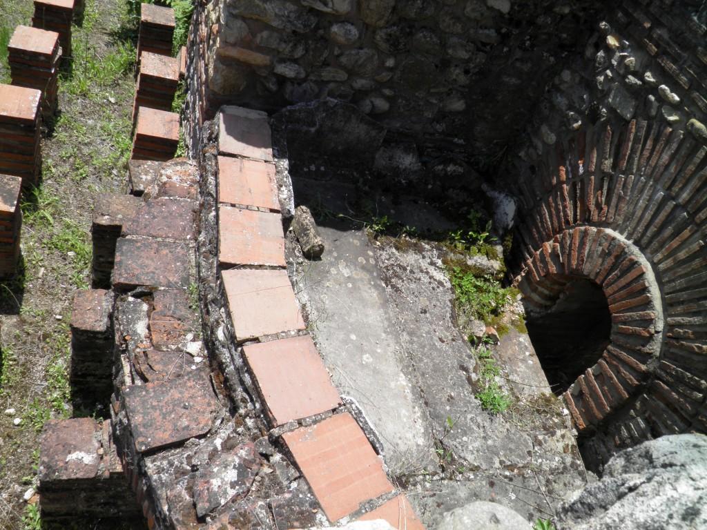 Intrarea într-un tunel din Heraclea Lyncestis