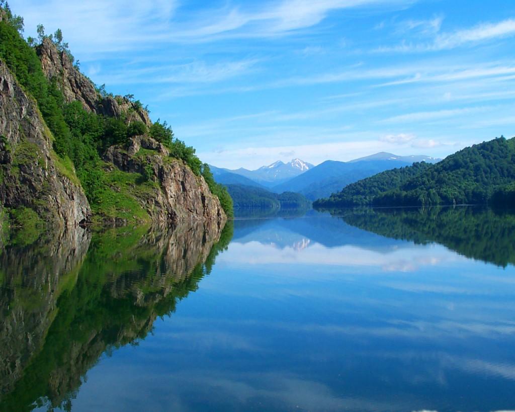 Lacul Vidraru in toata splendoarea sa