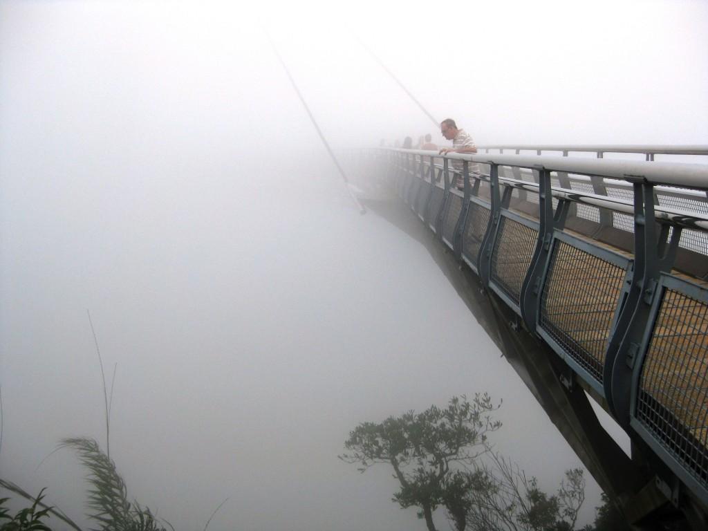Langkawi Sky Bridge, cand ceata pune stapanire pe pod
