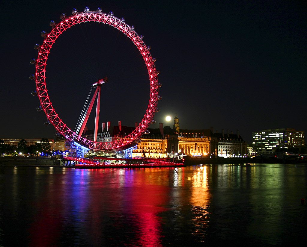 London Eye iluminat in rosu