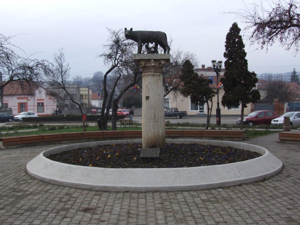 Lupoaica cu Romulus și Remus din Alba Iulia, copie a celebrei sculpturi apusene