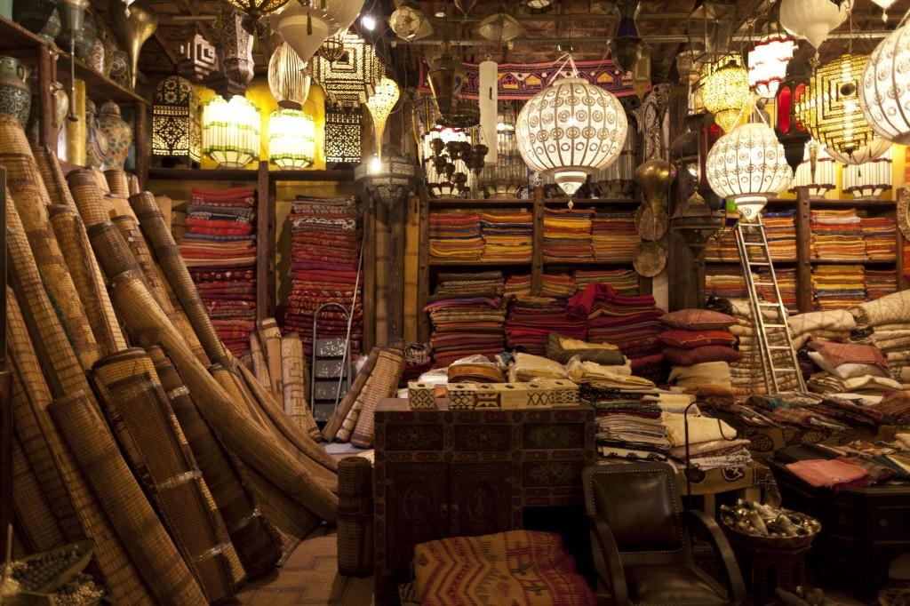 Marrakech, magazin tradițional de covoare
