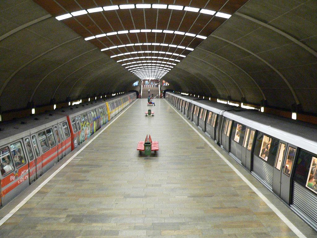 Metroul din Bucuresti, Titan, o statie unica
