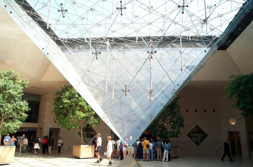 Muzeul Luvru, Piramida inversată