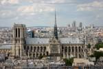 Notre Dame de Paris si in fundal Muzeul de Arta Moderna din Paris