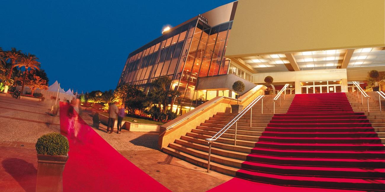 Palatul Festivalului de Film de la Cannes, chiar înainte de începerea evenimentului