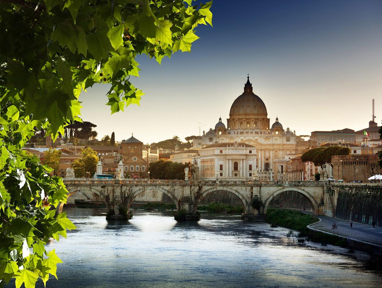 Panorama Vaticanului de pe Râul Tibru