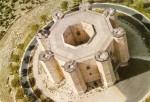 Panorama edificiului Castel del Monte dezvăluie perfecţiunea formei sale