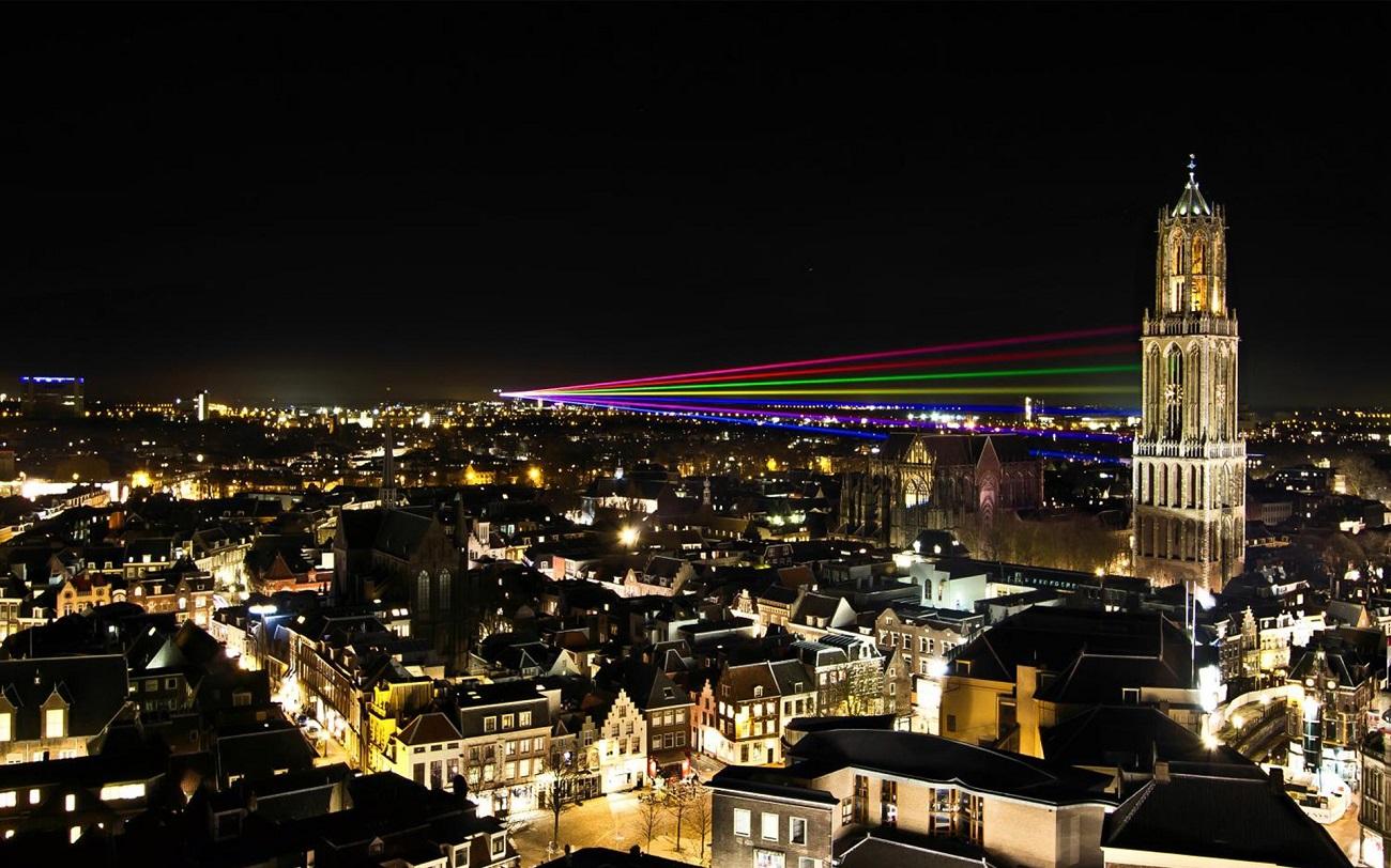 Panorama oraşului Utrecht pe timp seară