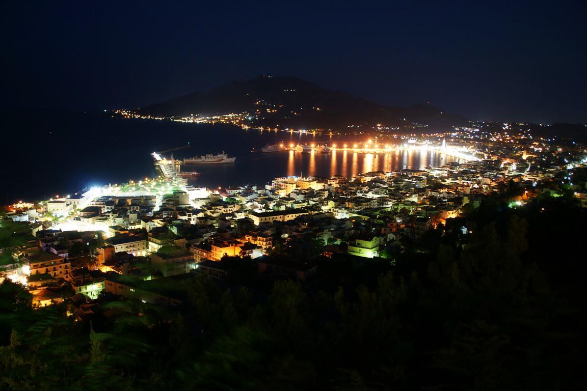 Panorama oraşului Zakynthos, noaptea