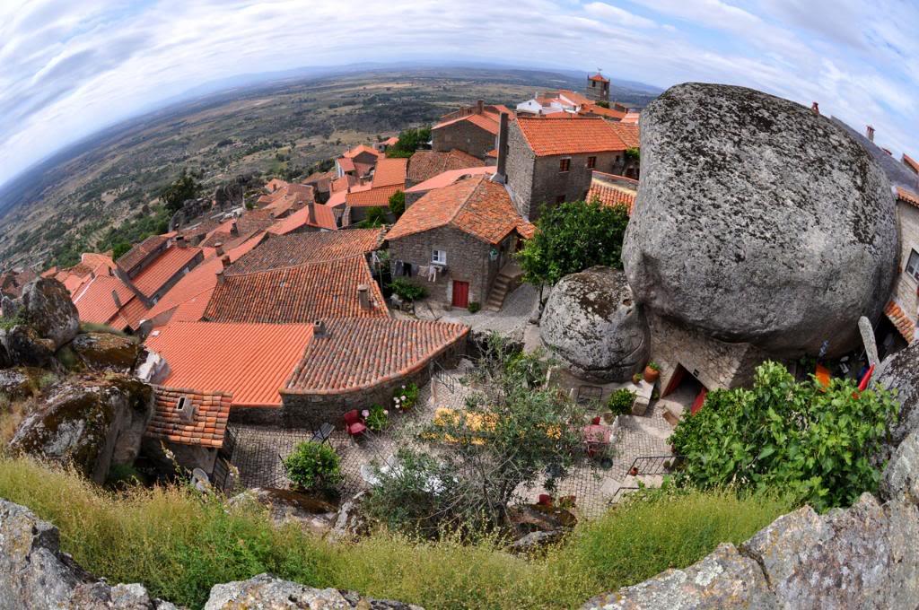 Panorama satului Monsanto, surprinsă de pe teritoriul fostului castel